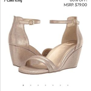 Kenneth Cole 7 Cake Gold Wedges New 7.5